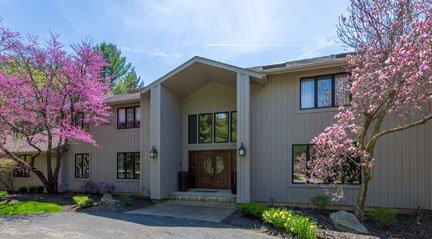 Moreland Hills OH – $649,900