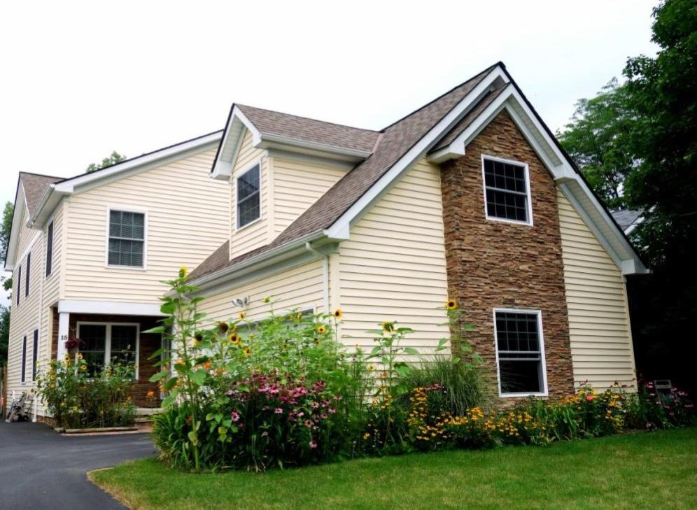 Chagrin Falls OH – $448,000