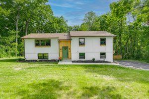 Moreland Hills, OH - $425,000